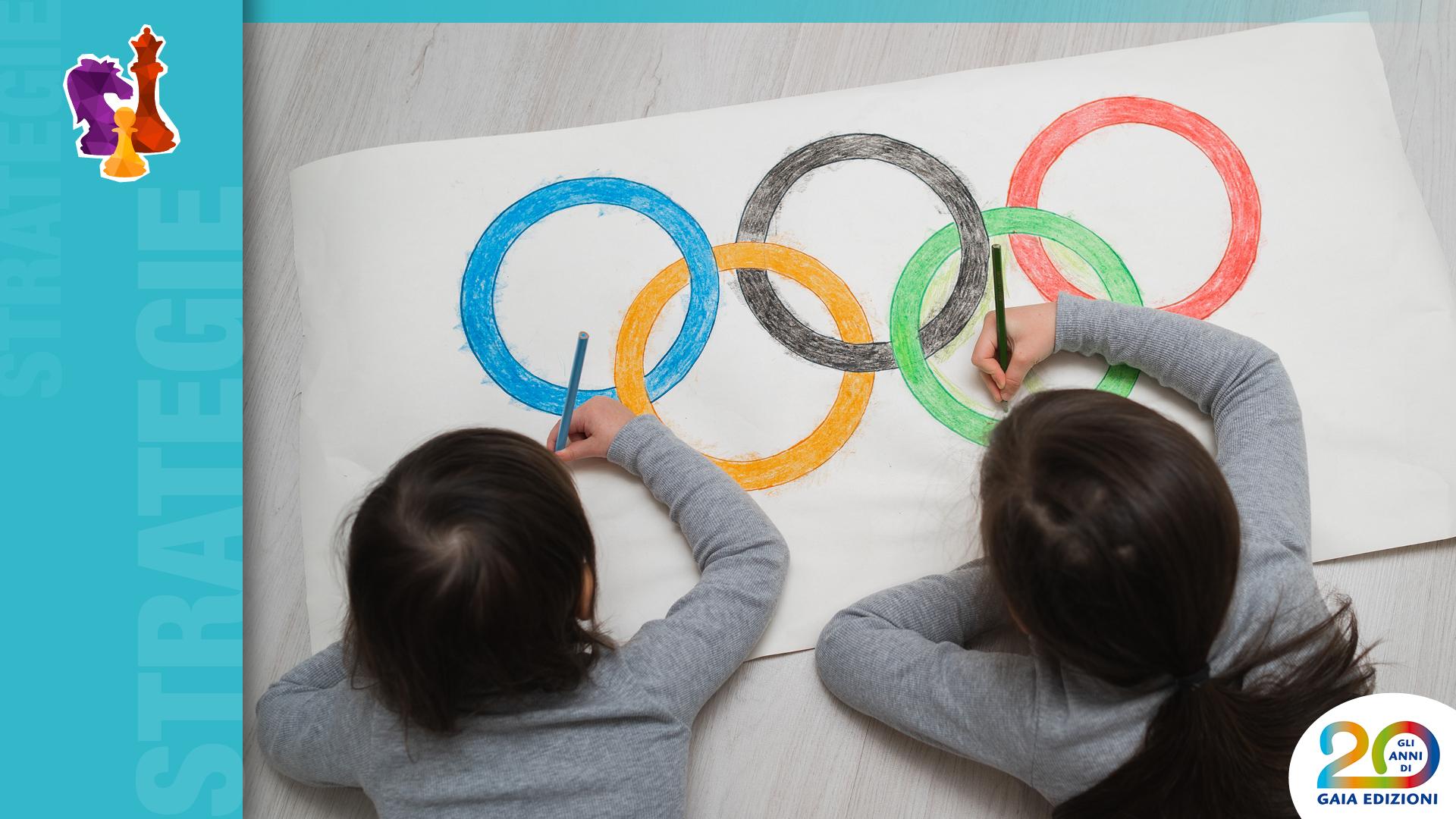 Bambini disegnano cerchi olimpici a scuola